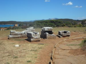 скелет в гроб на етруските