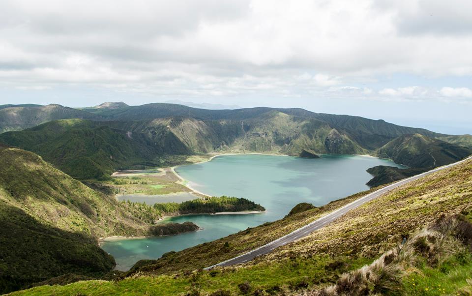 Лагуната на седемте града е пленяващо природно чудо, което се намира високо в планината на остров Сао Мигел.