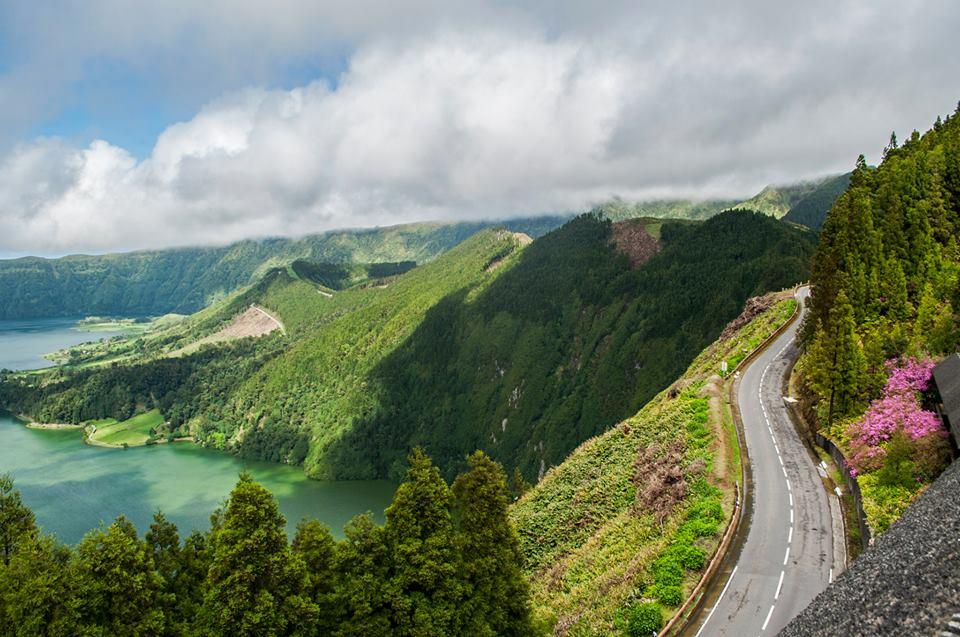 Пътищата на Сао Мигел са с прекрасно качество и в идеално състояние, независимо от отдалечеността си от града. Снимка : Делян Тодоров
