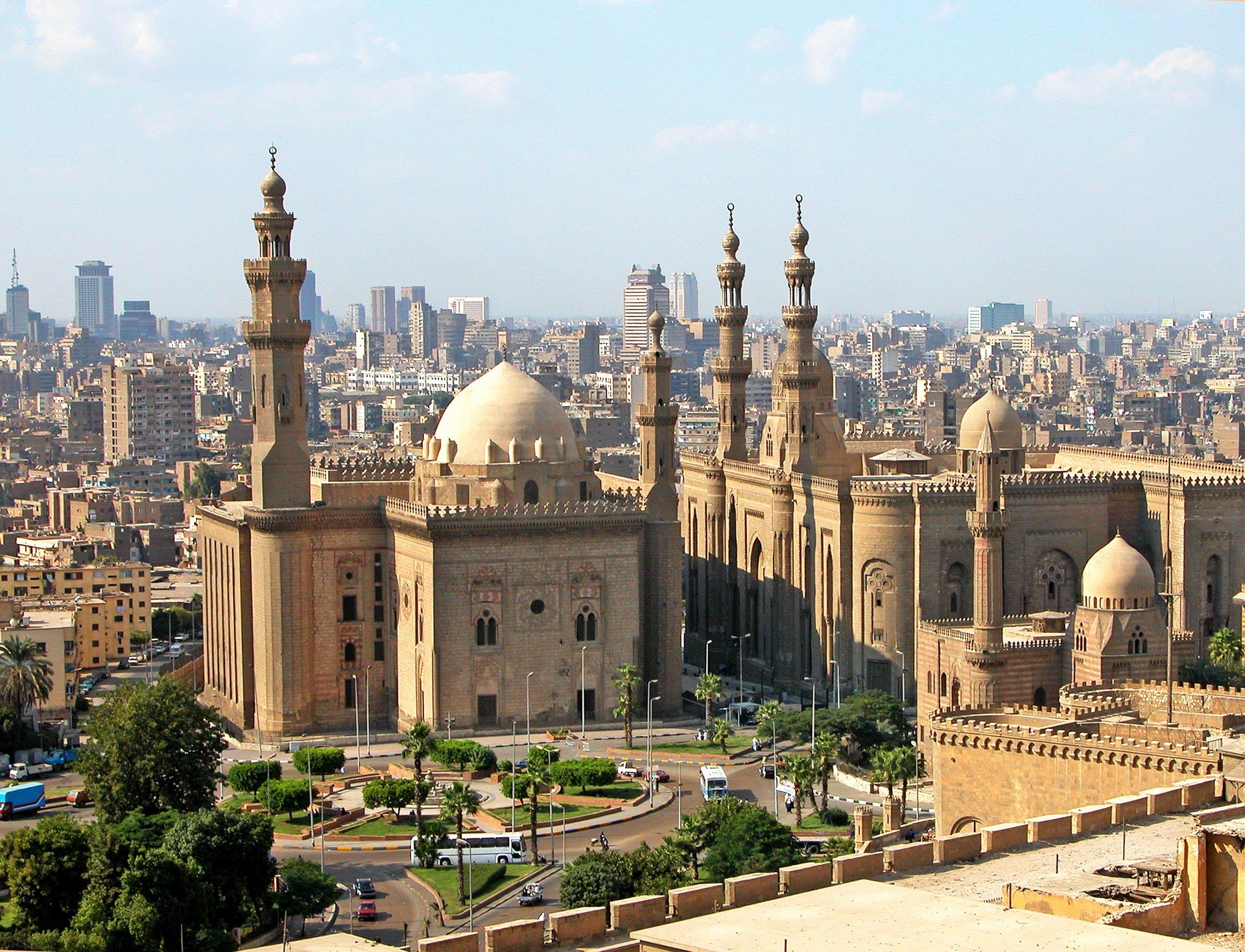 Панорамен изглед над Кайро и неговите архитектурни съкровища.