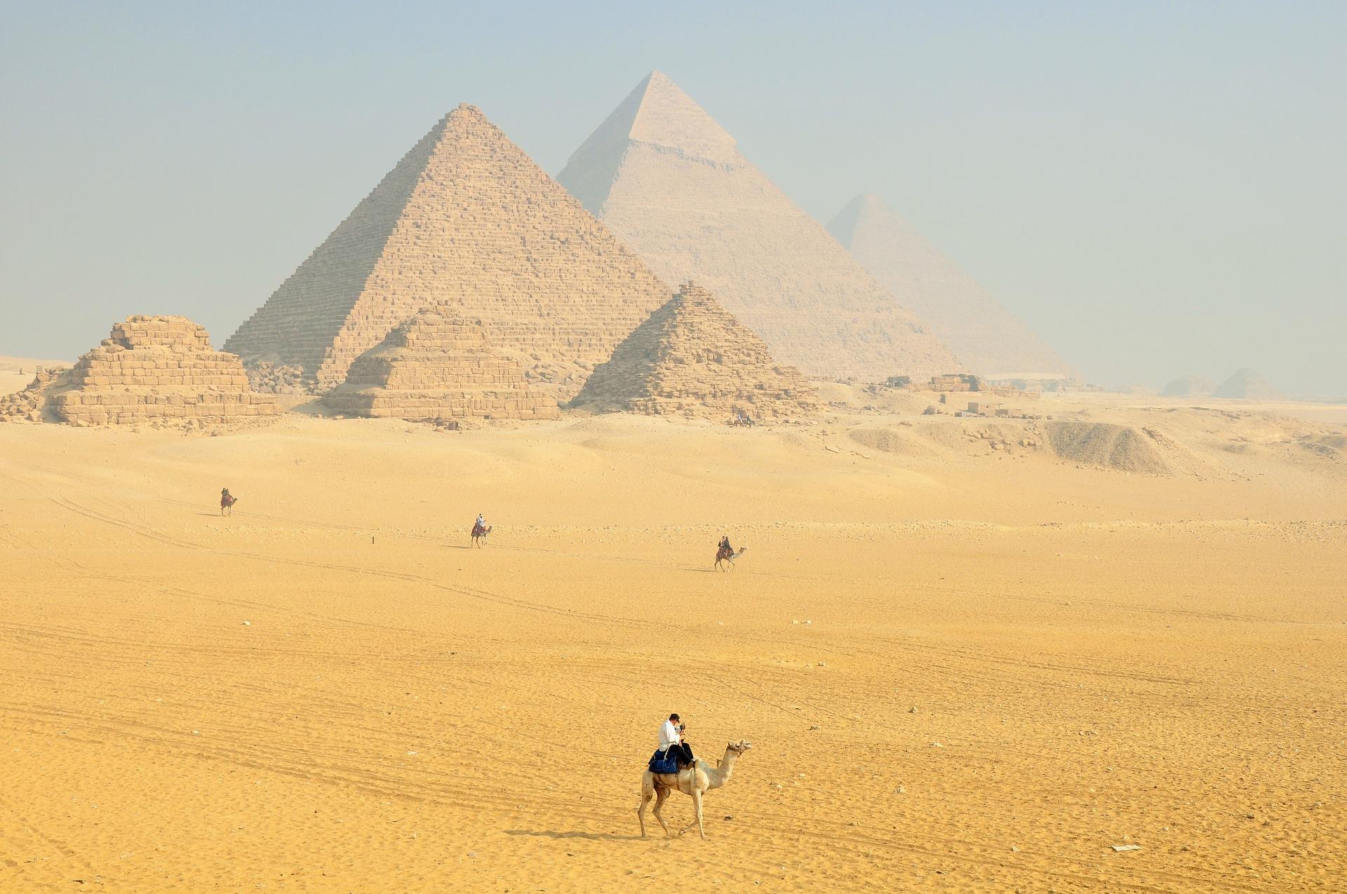 Хеопсовата пирамида, наречена още Великата пирамида или Голямата пирамида е най-голямата от египетските пирамиди.