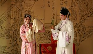 Танг Хианзу е известен драматург, който умира на същата дата като Шекспир