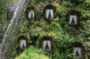 Това е хотел за приключенци с романтични души. Д