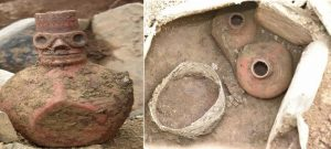 Една от стомните има човешко лице с големи очи, нос и уста.