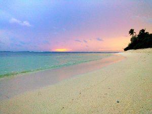 През нощта се наслаждавайте на блещукащия плаж,