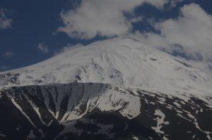 Планината Арарат е висока 5165 метра.