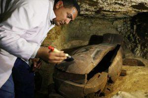 Министърът на античността Халед ел Анани с