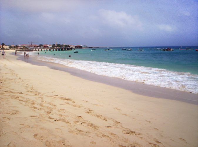 Щом стигнете до брега на плажа Санта Мария